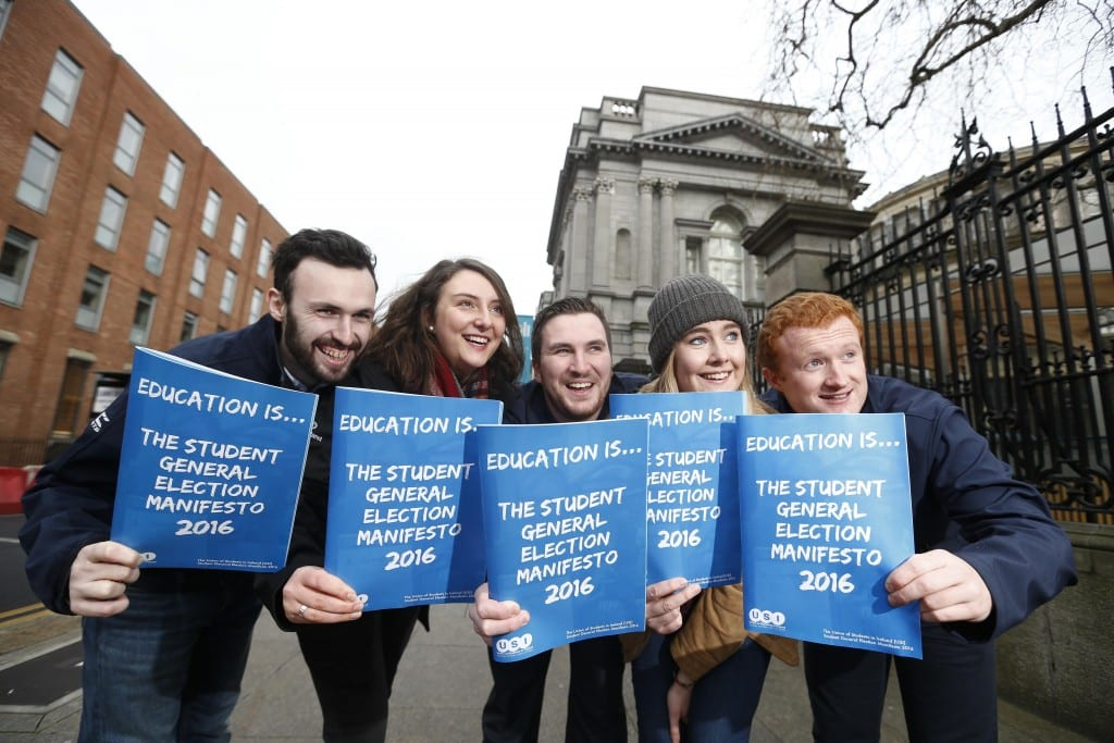 "*** NO REPRODUCTION FEE *** DUBLIN : 11/1/2016 : Today the Union of Students in Ireland launched their General Election Manifesto 2016 outside the Dáil, focusing on how young people will have a deciding impact on the next government, in areas like Higher Education funding, Repealing the 8th and accommodation. USI have registered 80,000 students to vote in the last two years."" Pictured (l-r) at the launch of USI General Election Manifesto 2016 outside the Dáil were USi members Daniel Waugh, Molly Kenny, Kevin Donoghue (USI President), Trish O'Beirne and Jack Leahy. Picture Conor McCabe Photography. MEDIA CONTACT : Fiona O'Malley, Communications Executive, Union of Students in Ireland email fiona.omalley@usi.ie"