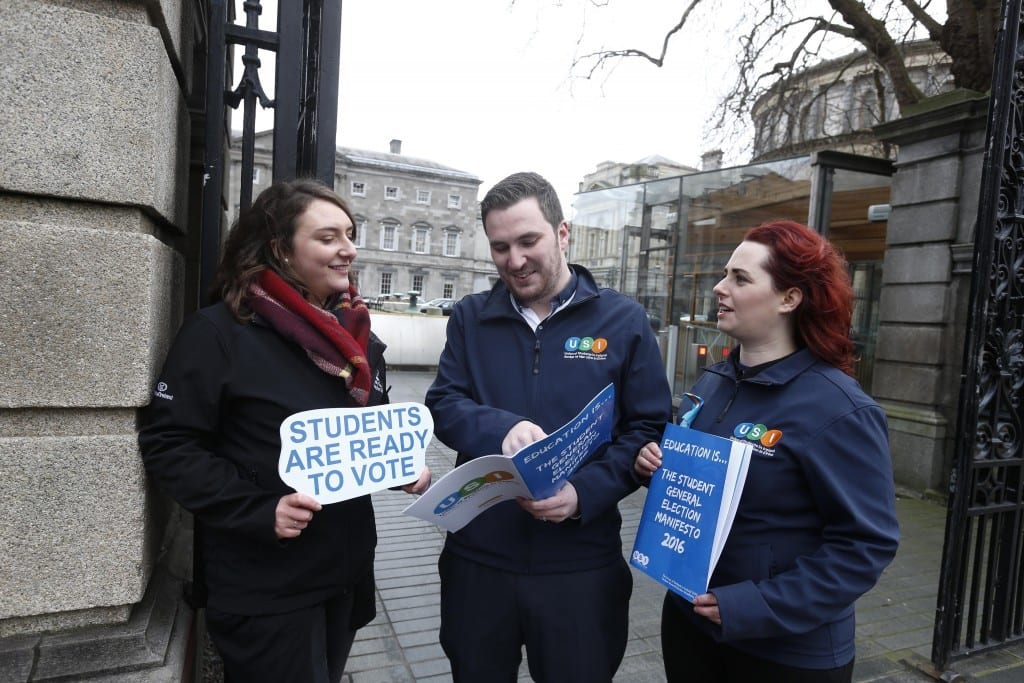 """*** NO REPRODUCTION FEE *** DUBLIN : 11/1/2016 : Today the Union of Students in Ireland launched their General Election Manifesto 2016 outside the Dáil, focusing on how young people will have a deciding impact on the next government, in areas like Higher Education funding, Repealing the 8th and accommodation. USI have registered 80,000 students to vote in the last two years."""" Pictured (l-r) at the launch of USI General Election Manifesto 2016 outside the Dáil were USI Member Molly Kenny from TCD Students Union with Kevin Donoghue, USI president and Annie Hoey Deputy USI president. Picture Conor McCabe Photography. MEDIA CONTACT : Fiona O'Malley, Communications Executive, Union of Students in Ireland email fiona.omalley@usi.ie"""