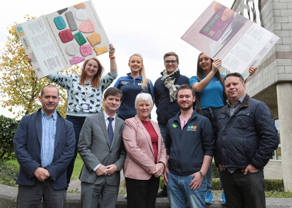 Minister of State for Communities and the National Drug Strategy Catherine Byrne TD (centre) with Siona Cahill, VP for Equality USI (left, backrow), Saoire Byrne Cater, SU Tallaght IT, Aisling Cusack, SU Tallaght IT, Jessica Wall, Students Union President IT Tallaght, Andy Osborn, drugs.ie (left, front row), Dr. Eamon Keenan, HSE, Cian Power, VP Welfare USI andTim Bingham, HSE Addiction Services.