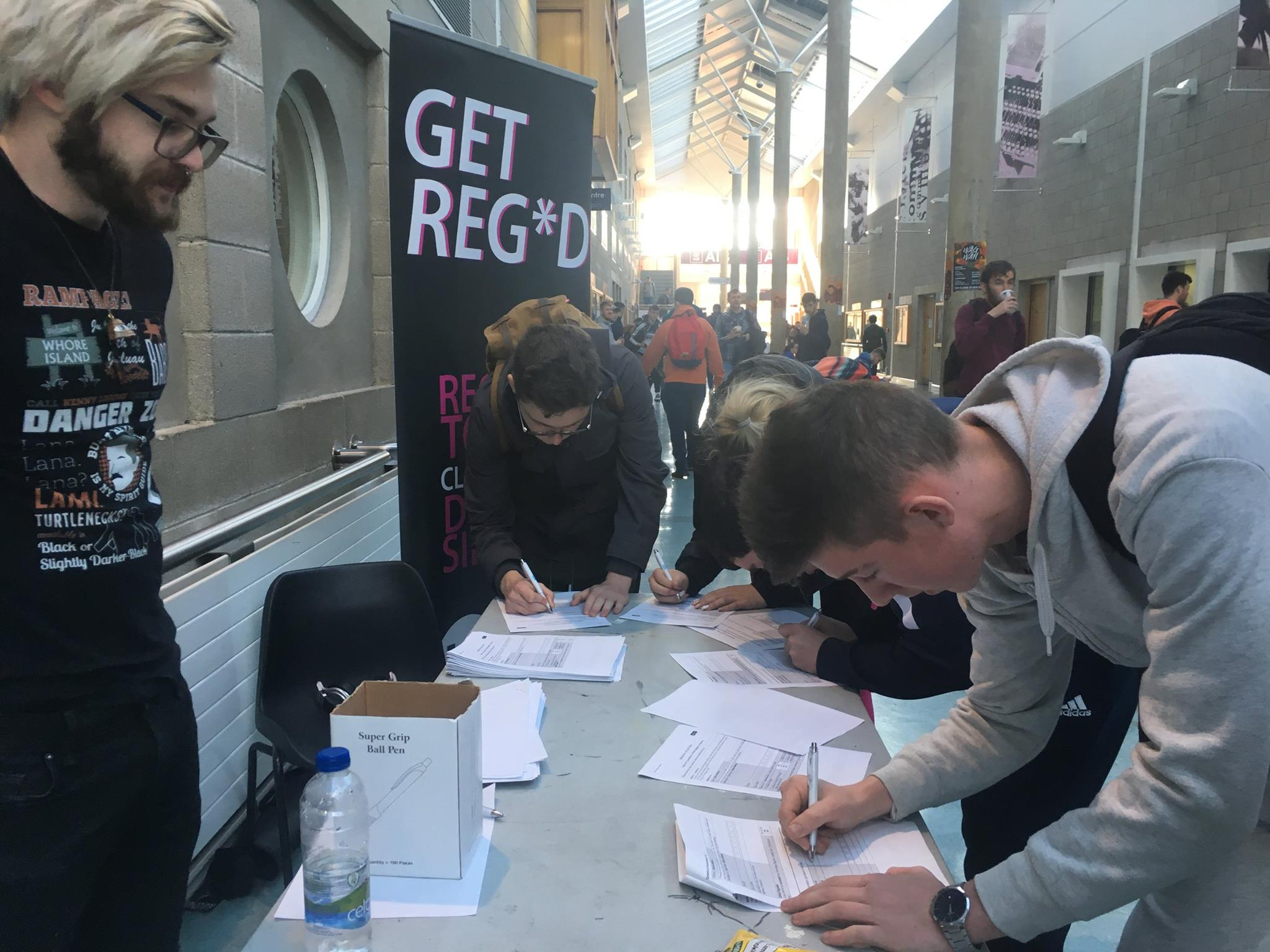 Students registering to vote in LIT